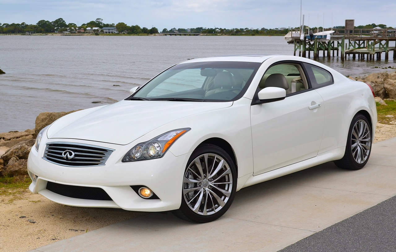 2013 INFINITI G37S: SIX SPEED SPORT!