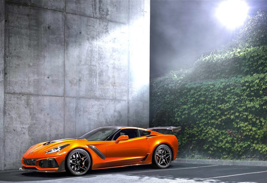 '19 CORVETTE ZR1: IT'S GOOD TO BE KING!