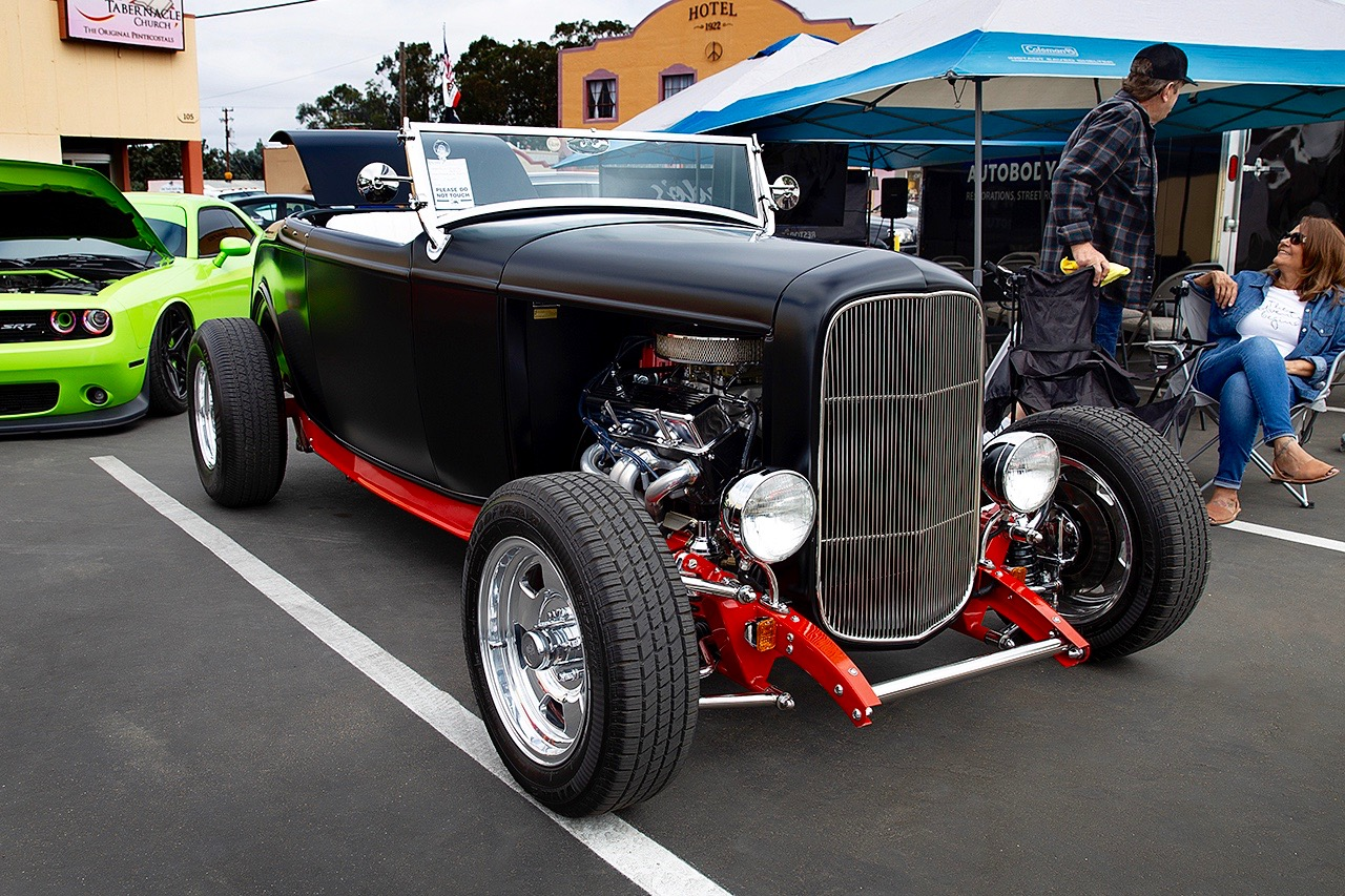 SHOWTIME: BENT AXLES STREET RODS!
