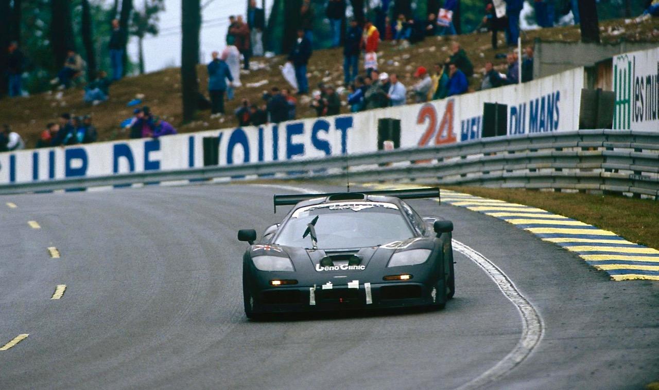 RETROMOBILE: McLAREN SENNA GTR & F1.