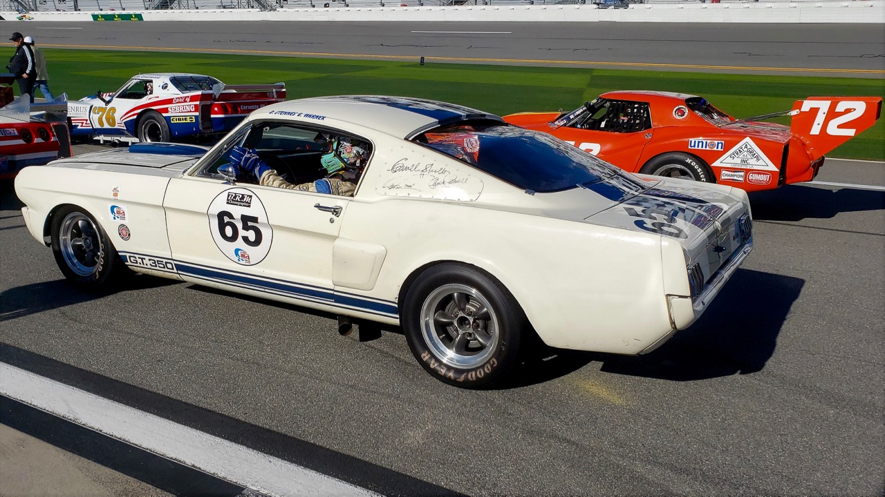 ROAD & TRACK: SHELBY GT350 MUSTANG